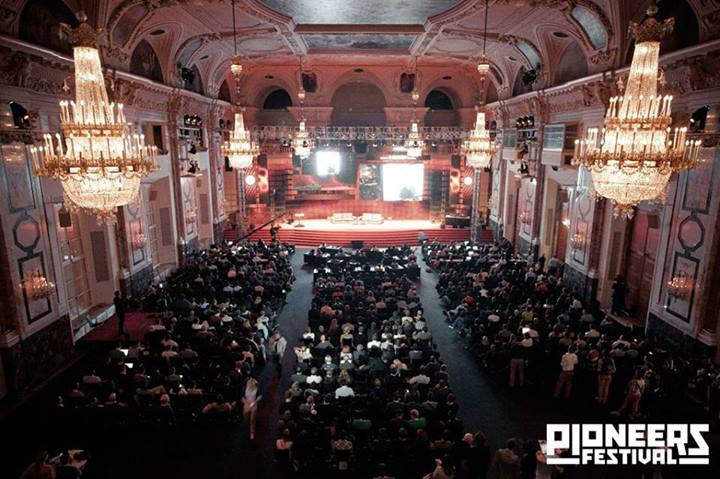 Sell it, baby! - Pioneers Festival 2015 startup sales talk
