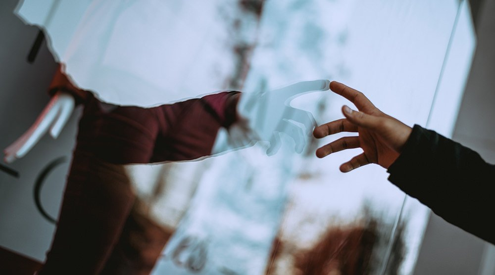 hand-window-reflection