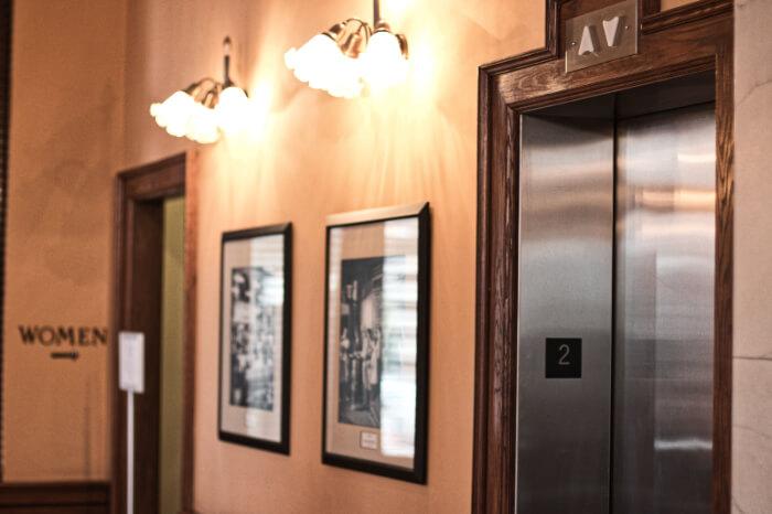 sales-call-hang-up-elevator